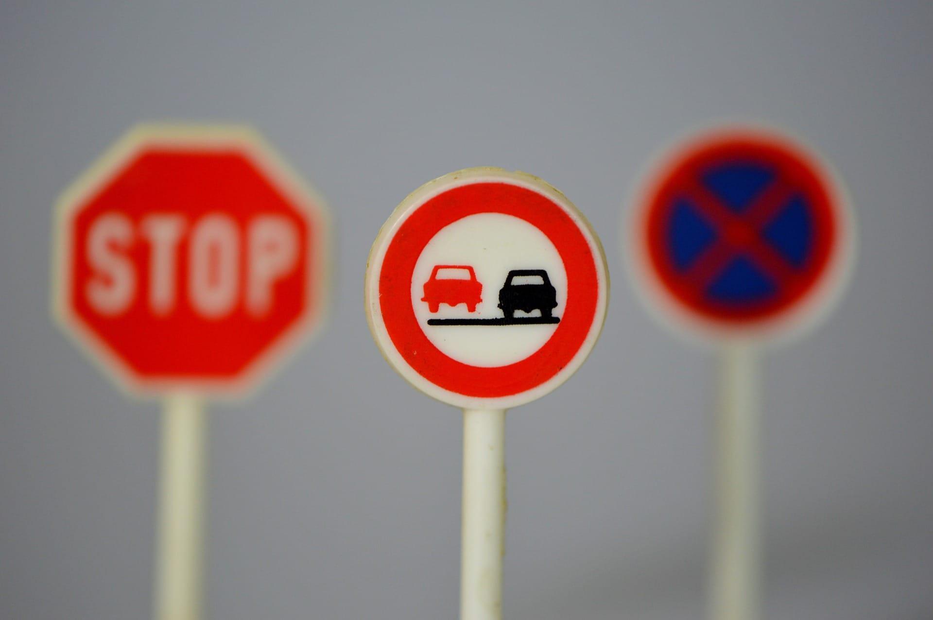 traffic-signs-674621_1920.jpg